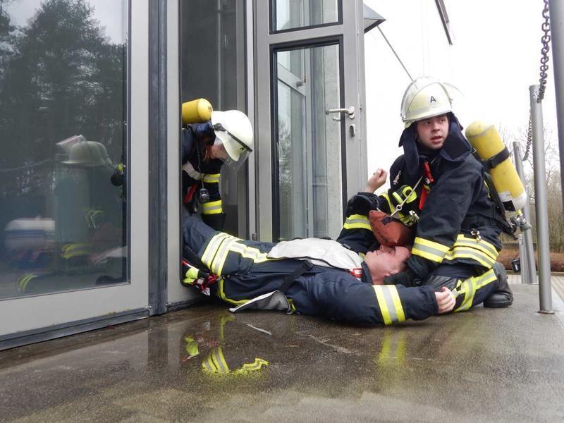 feuerwehr kirchlengern trainiert unter realistischen bedingungen - Feuerwehrubungen Beispiele